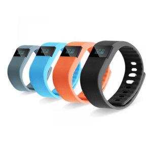 фитнес браслет шагомер пульсометр скорость движение спорт занятия тренировка бег ходьба фото картинка изображение